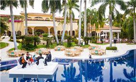 Meetings event in pool