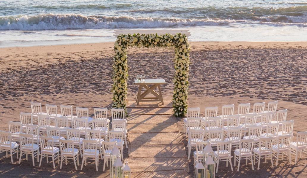 Host your weddings at Beach Club of Casa Velas Hotel, Puerto Vallarta